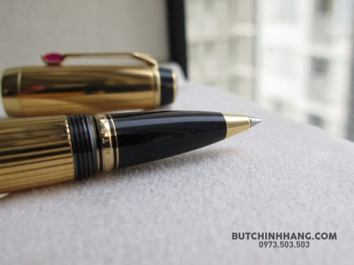 Montblanc Boheme Rouge Gold Plated Rollerball Pen - 39240139 10155685361608715 4483124410168901632 o 510x383